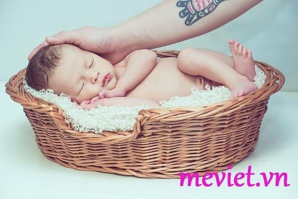 trẻ sơ sinh bị viêm da mủ
